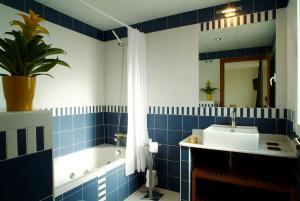 Un baño de Atrium Hotel