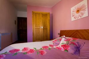 Uma cama ou camas num quarto em Casa Roblan