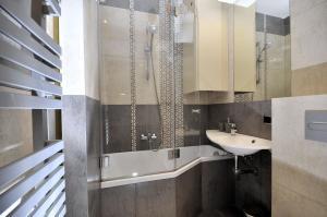Łazienka w obiekcie Apartament Retoryka WAWELOFTS