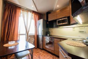 Кухня или мини-кухня в Kirova 115