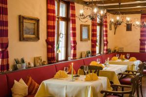 Ein Restaurant oder anderes Speiselokal in der Unterkunft Hotel Brielhof