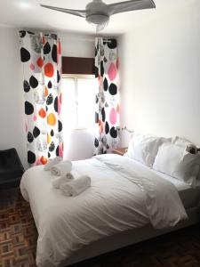 A bed or beds in a room at Lemon Tree Apartments