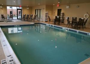 The swimming pool at or close to Hampton Inn Harriman Woodbury