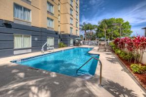 The swimming pool at or close to Fairfield Inn and Suites by Marriott Orlando Near Universal Orlando