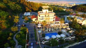 A bird's-eye view of Palazzo Rosenthal Vesuview Hotel & Resort