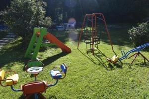 Zona de juegos para niños en Cabañas Bosque Encantado