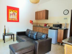 A kitchen or kitchenette at Kingfishers Apartments
