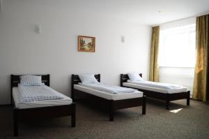 Łóżko lub łóżka w pokoju w obiekcie Willa Sailor Pabianice