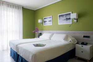 A bed or beds in a room at Miracielos