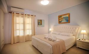 A bed or beds in a room at Anna Maria - Vanessa Apartments