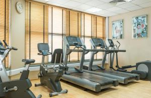 The fitness center and/or fitness facilities at Le Meridien Fairway