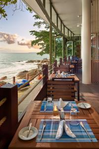 A restaurant or other place to eat at Independence Hotel Resort & Spa