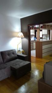 Uma área de estar em Residência Mengue