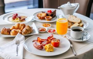 Breakfast options available to guests at Macdonald Pittodrie House