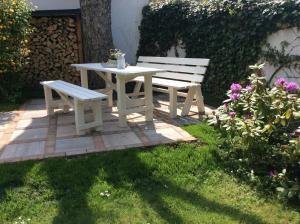 Ein Garten an der Unterkunft Ferienwohnung Uwe's Sporthütte