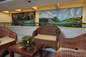 A seating area at Tabasco Inn