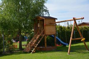Plac zabaw dla dzieci w obiekcie DorJan - Pokoje i domki