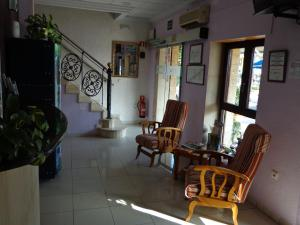 A seating area at Hostal L'Anfora