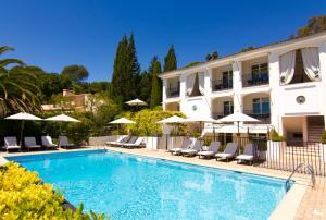 The swimming pool at or near Hotel les Vergers de Saint Paul
