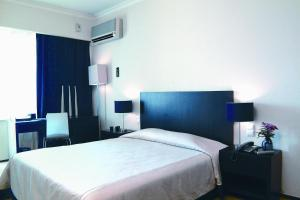 A bed or beds in a room at Hotel Praia Mar