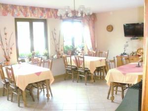 Ein Restaurant oder anderes Speiselokal in der Unterkunft Gästehaus Andrae