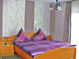 Ein Bett oder Betten in einem Zimmer der Unterkunft Gästehaus Andrae