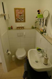 A bathroom at Apartment Am Markt 13
