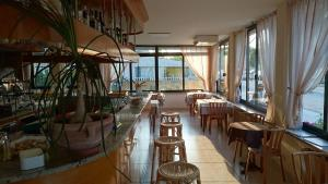 A restaurant or other place to eat at Albergo Elena