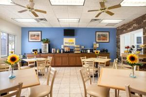 A restaurant or other place to eat at Days Inn by Wyndham Oglesby/ Starved Rock
