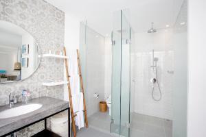 A bathroom at Benoa Sea Suites and Villas