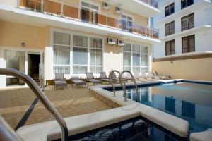 Бассейн в Hotel Greek или поблизости