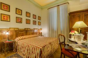 A bed or beds in a room at Morandi alla Crocetta