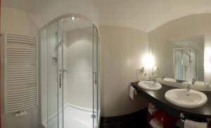 Ein Badezimmer in der Unterkunft Hotel zum Kirchenwirt
