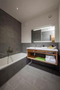 A bathroom at Das Heimsitz