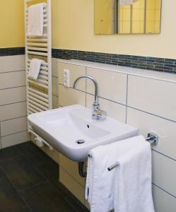 Ein Badezimmer in der Unterkunft Apartments Golfpark Schlossgut Sickendorf