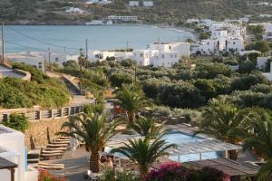 Θέα της πισίνας από το Ξενοδοχείο Αλέξανδρος ή από εκεί κοντά