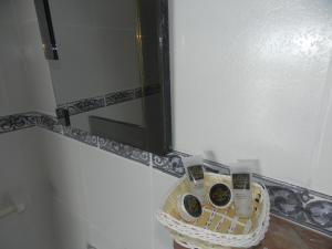A bathroom at El Cauchero Hotel