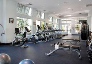 The fitness centre and/or fitness facilities at SpringHill Suites by Marriott Orlando at FLAMINGO CROSSINGS Town Center-Western Entrance