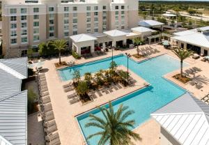 A view of the pool at SpringHill Suites by Marriott Orlando at FLAMINGO CROSSINGS Town Center-Western Entrance or nearby