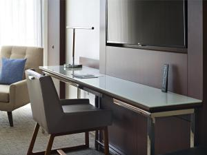 A kitchen or kitchenette at Marriott at the University of Dayton