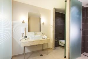 Salle de bains dans l'établissement D'Andrea Mare Beach Hotel