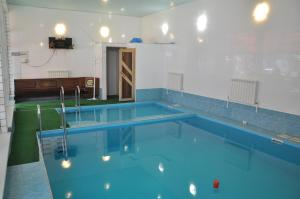 "The swimming pool at or close to Гостевой дом ""Семейный отдых"""