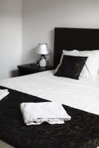 A bed or beds in a room at Elizabeth House