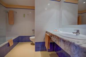 Łazienka w obiekcie SBH Costa Calma Beach Resort Hotel