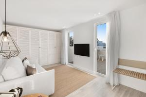 A television and/or entertainment centre at Barceló Portinatx - Adults Only