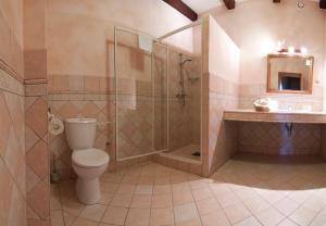 Ванная комната в Hotel & Caffe Silesia