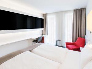 Ein Bett oder Betten in einem Zimmer der Unterkunft DORMERO Hotel Frankfurt