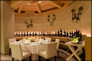 A restaurant or other place to eat at Hotel La Trufa Negra