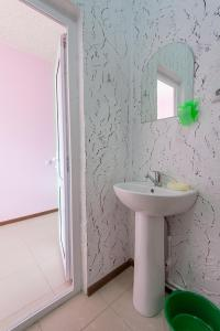 A bathroom at Guest House Do Vstrechi
