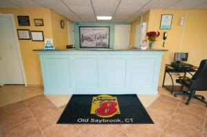 The lobby or reception area at Super 8 by Wyndham Old Saybrook